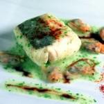 Merluza en salsa verde con arroz, jamón y vinagreta de almejas